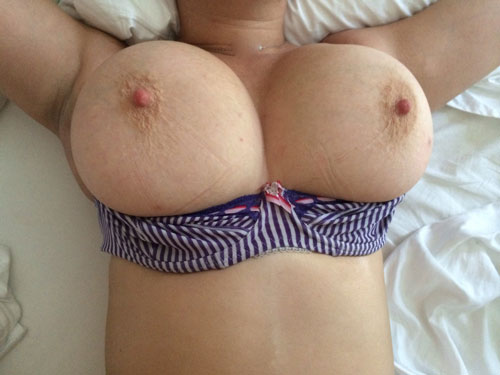 Femme ronde à gros seins en Picardie