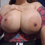 Femme ronde avec très grosses loches pour plan cul